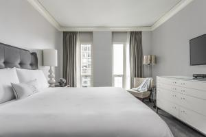 A bed or beds in a room at Waldorf Astoria Chicago