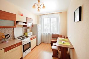 Кухня или мини-кухня в Apartments Allilueva 12a