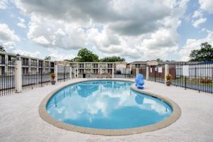 The swimming pool at or near OYO Hotel Alexandria LA- Hwy 165