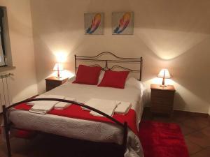 A bed or beds in a room at Casas da Estrela