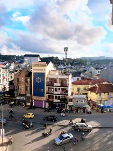 Cảnh Đà Lạt hoặc tầm nhìn thành phố từ khách sạn