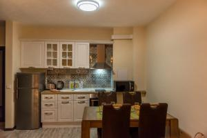 A kitchen or kitchenette at Pause Aparthotel
