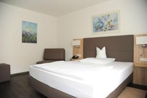 Ein Bett oder Betten in einem Zimmer der Unterkunft Hotel Hamann