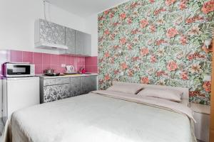 A bed or beds in a room at Apartment on Skolkovskaya, 3А