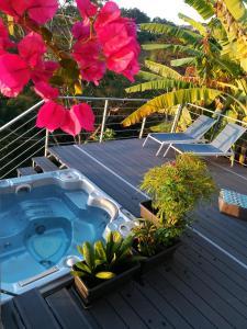Uma vista da piscina em Ocean view & spa ou nos arredores