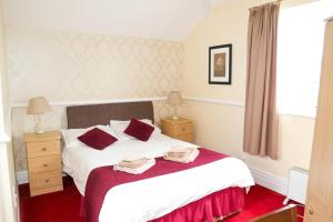 A bed or beds in a room at The Station Hotel
