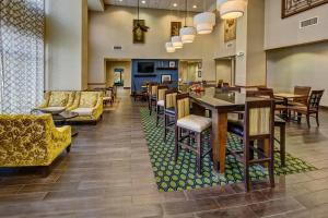 A restaurant or other place to eat at Hampton Inn & Suites Clermont