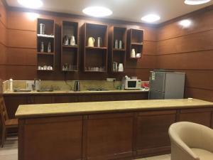 A cozinha ou cozinha compacta de Al Fanar International Hotel Apartments 2 Jeddah
