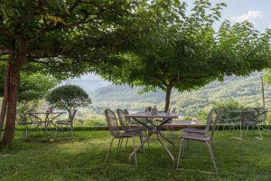 A garden outside Gefiri Plakas