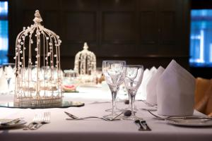 A restaurant or other place to eat at Manchester South Hotel, Sure Hotel Collection by BW