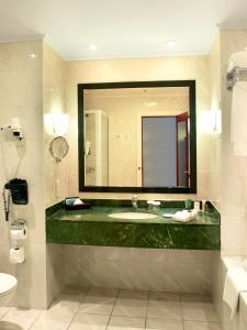 A bathroom at Hilton Antwerp Old Town