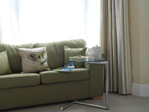 A seating area at Studios At Glenthorne
