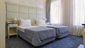 A bed or beds in a room at Blues Hotel