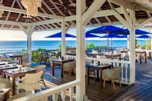 Un restaurante o sitio para comer en Cocobay Resort Antigua - All Inclusive - Adults Only