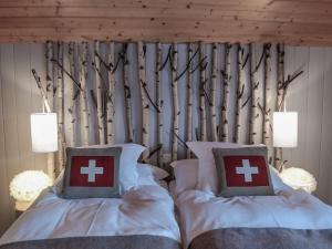 A bed or beds in a room at Hôtel Le Grand Chalet Favre