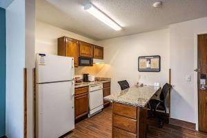 A kitchen or kitchenette at MainStay Suites Cedar Rapids