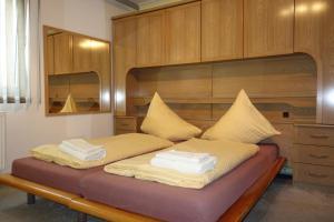 Postel nebo postele na pokoji v ubytování Penzion nad Halou