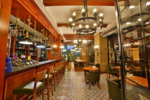The lounge or bar area at Orka Royal Hotel & Spa
