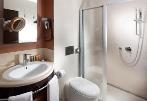 A bathroom at Hotel Alwyn