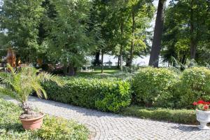 A garden outside Pension-Maustmühle