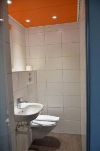 A bathroom at easyHotel Zürich West