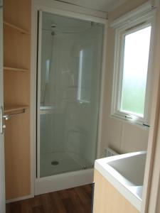 Ett badrum på Swecamp Jägersbo - Camping & Stugor