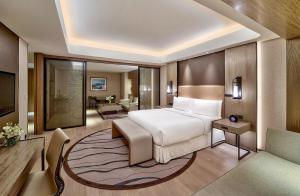 A bed or beds in a room at Conrad Manila