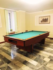 "A pool table at Гостиница ""Адонис"""