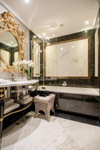 A bathroom at Bachleda Luxury Hotel Krakow MGallery By Sofitel