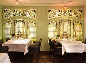 Ein Restaurant oder anderes Speiselokal in der Unterkunft Hotel Taverne zum Kreuz