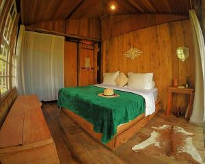 A bed or beds in a room at Paiol do Bauzinho