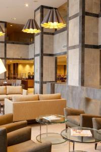 El salón o zona de bar de Holiday Inn Express - Concepcion, an IHG Hotel