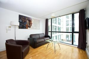 A seating area at Staycity Aparthotels Duke Street