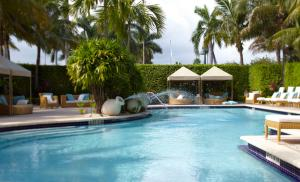 The swimming pool at or near Renaissance Fort Lauderdale Cruise Port Hotel