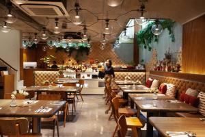 A restaurant or other place to eat at Volve Hotel Bangkok