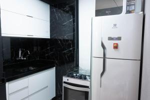 A kitchen or kitchenette at Apartamento com café da manhã no Centro - Conforto e preço baixo