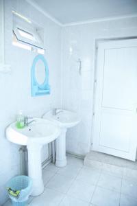 A bathroom at Happy Nomads Yurt Camp & Hostel