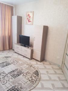Телевизор и/или развлекательный центр в Apartment on Nahimova 40