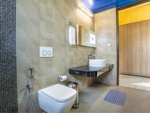 A bathroom at Sarah Resort