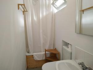 A bathroom at Pension Alver