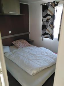 Un ou plusieurs lits dans un hébergement de l'établissement mobilhome 2 chambres