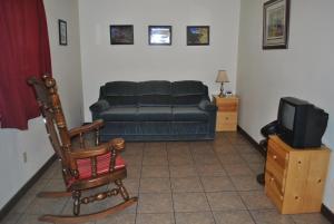 A seating area at Aspen Inn