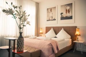 A bed or beds in a room at MAISON MARSIL - Boutique Hotel Köln