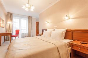 Uma cama ou camas num quarto em Hotel Oktyabrskaya