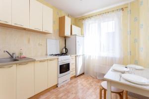A kitchen or kitchenette at Apartment Zhukovskogo 5/2