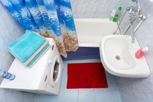 A bathroom at Apartment Zhukovskogo 5/2