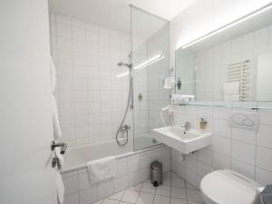 Salle de bains dans l'établissement Hotel Krone in Au