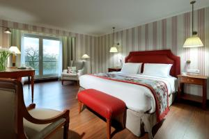 A bed or beds in a room at Eurostars Montgomery