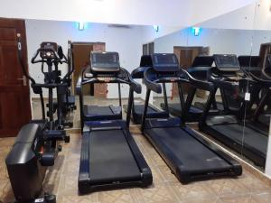 The fitness centre and/or fitness facilities at Presken Hotel @Oniru