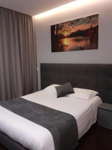 Uma cama ou camas num quarto em Basto Vila Hotel